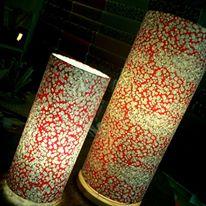 Lampe papier japonais fleurs de pruniers sur fond rouge agnes clairand