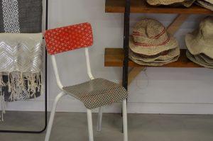 chaises d'écoliers en papiers japonais Agnès Clairand