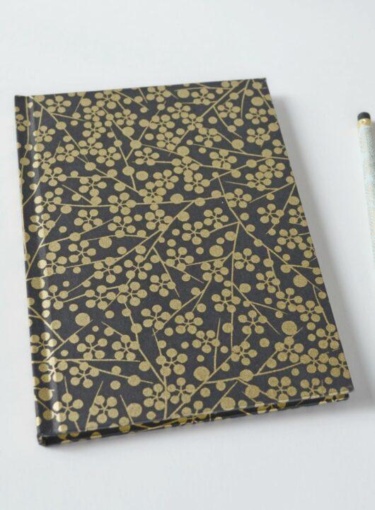 Carnet fantaisie en papier japonais noir et doré
